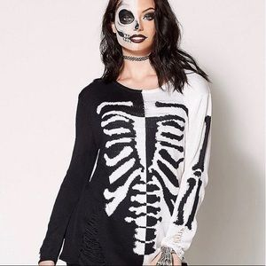 Sweaters - NWT Skeleton Sweater perfect for Halloween!